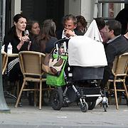 NLD/Amsterdam/20080423 - Irene van de Laar op een terras met Ronald de Boer