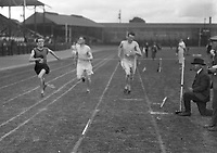 H2601<br /> Aonach Tailteann Athletics. Runners competing in race.<br /> 1932 (Part of the Independent Newspapers Ireland/NLI Collection)