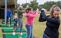 UTRECHT - GolfStart , een programma van de NGF, voor beginnende golfers , bij Golf Club Amelisweerd., olv PGA professional David Mathieu. COPYRIGHT KOEN SUYK