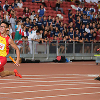 Tedd Toh (#564) of Hwa Chong Institution finishes first in the B Division boys' 4x100m relay final with a timing of 43.96s. (Photo © Eileen Chew/Red Sports)