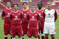 Fotball<br /> 2. Bundesliga Tyskland<br /> Kaiserslautern<br /> 29.06.2007<br /> Foto: imago/Digitalsport<br /> NORWAY ONLY<br /> <br /> Neuzugänge Lautern, v.li.: Christian Henel, Alexander Bugera, Sascha Kotysch, Erik Jendrisek und Boubacar Diarra, daneben Trainer Kjetil Rekdal