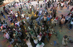 20.08.2015, Ramallah, PSE, Holi Fest in Ramallah, im Bild Palästinensische Jugendliche bei einem Holi Fest // Palestinian youths take part in the festival of colour battle, Palestine on 2015/08/20. EXPA Pictures © 2015, PhotoCredit: EXPA/ APAimages/ Shadi Hatem<br /> <br /> *****ATTENTION - for AUT, GER, SUI, ITA, POL, CRO, SRB only*****