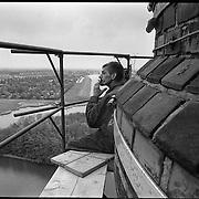 Nederland-Lemmer (FR)-19-05-1995.<br /> Restauratie schoorsteen Wouda gemaal.<br /> Even een pauze voor een sigaretje op grote hoogte.<br /> Foto: Sake Elzinga