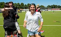 NIJMEGEN -  Vreugde assistent-coach Kim Lammers (Huizen)    na   de tweede play-off wedstrijd dames, Nijmegen-Huizen (1-4), voor promotie naar de hoofdklasse.. Huizen promoveert naar de hoofdklasse.  COPYRIGHT KOEN SUYK