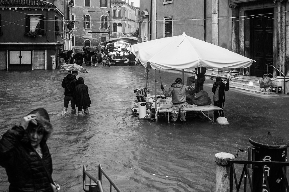 Venice, Italy. 29 October, 2018.  A small market is seen in the middle of a flooded street during the high tide on October 29, 2018, in Venice, Italy. This is a selection of pictures of different areas of Venice that the press has not covered, were resident live and every year they have to struggle with the high tide. Due to the exceptional level of the 'acqua alta' or 'High Tide' that reached 156 cm today, Venetian schools and hospitals were closed by the authorities, and citizens were advised against leaving their homes. This level of High Tide has been reached in 1979. © Simone Padovani / Awakening / Alamy Live News