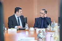 04 MAR 2020, BERLIN/GERMANY:<br /> Hubertus Heil (L), SPD, Bundesarbeitsminister, und Heiko Maas (R), SPD, Bundesaussenminister, im Gespraech, vor Beginn der Kabinettsitzung, Bundeskanzleramt<br /> IMAGE: 20200304-01-010<br /> KEYWORDS: Kabinett, Sitzung, Gespräch