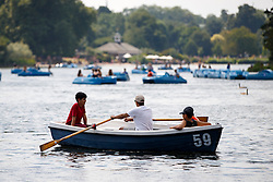 © Licensed to London News Pictures. 20/07/2016. London, UK. People row on the Serpentine pond to enjoy hot weather in Hyde Park, London as temperatures hit 27C degrees across the capital on Wednesday, 20 July 2016. Photo credit: Tolga Akmen/LNP