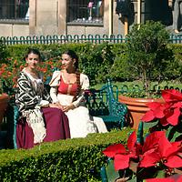 Americas, Mexico, Guanajuato.  Two senoritas in a picturesque setting in the central park in Guanajuato. The city of Guanajauto is a UNESCO World Heritage Site.