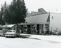 1977 Larchmont Blvd.