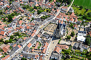 Nederland, Limburg, Gemeente Maasgouw, 26-06-2014; Thorn, 'Het Witte Stadje' met in het centrum de Sint-Michaelkerk (Stiftkerk). De huizen werden oorspronkelijk gewit met kalk (kalken).<br /> Thorn, 'the white village' known for its white-washed brick houses in the centre of town.<br /> luchtfoto (toeslag op standaard tarieven);<br /> aerial photo (additional fee required);<br /> copyright foto/photo Siebe Swart