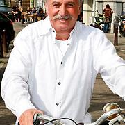 NLD/Amsterdam/20110325 - Hollywood sterrenkapper Juan Juan op bezoek in Amsterdam
