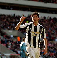 Photo: Jed Wee.<br />Sunderland v Newcastle United. The Barclays Premiership. 17/04/2006.<br /><br />Newcastle substitute Albert Luque celebrates after scoring.