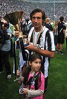 "Andrea PIRLO insiema alla figlia con la coppa (Juventus campione d Italia)<br /> Torino 13/05/2012 Stadio ""Juventus stadium""<br /> Serie A 2011/2012<br /> Football Calcio Juventus Vs Atalanta<br /> Foto Insidefoto Alessandro Sabattini"