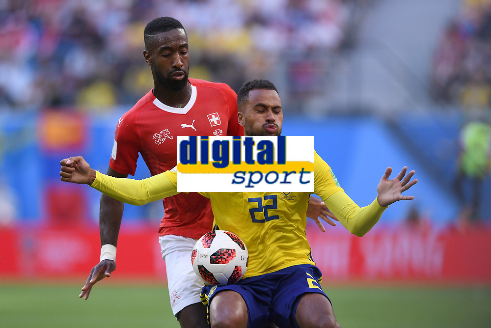 FUSSBALL WM 2018 Achtelfinale ------ Schweden - Schweiz 03.07.2018 Johan Djourou (li, Schweiz) gegen Isaac Kiese Thelin (re, Schweden) *** FIFA World Cup 2018 Eighth finals Sweden Switzerland 03 07 2018 Johan Djourou li Switzerland against Isaac Kiese Thelin re Sweden PUBLICATIONxNOTxINxAUTxSUIxITA