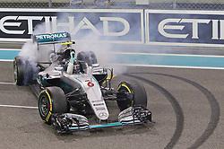 Weltmeister Nico Rosberg (GER#6), Mercedes AMG Petronas Formula One Team dreht einen Sieger Donut beim Rennen im Rahmen des Grand Prix von Abu Dhabi auf dem Yas Marina Circuit / 271116<br /> <br /> ***Abu Dhabi Formula One Grand Prix on November 27th, 2016 in Abu Dhabi, United Arab Emirates - Race Day ***