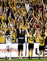Fotball , 12. mai 2006, Tippeligaen Eliteserien , Vålerenga VIF - Lillestrøm LSK , Heinz Müller , Robert Koren , Pål Steffen Andresen og Bjørn Helge Riise takker supporterne etter seieren  Foto: Kasper Wikestad
