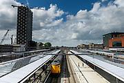 In Utrecht rijdt een intercity het station Utrecht Centraal binnen.<br /> <br /> In Utrecht an intercity train enters station Utrecht CS.