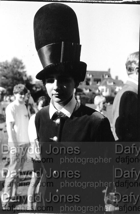 Selina Blow in Philip Treacy hat. Fraser wedding. 1991 approx. © Copyright Photograph by Dafydd Jones 66 Stockwell Park Rd. London SW9 0DA Tel 020 7733 0108 www.dafjones.com