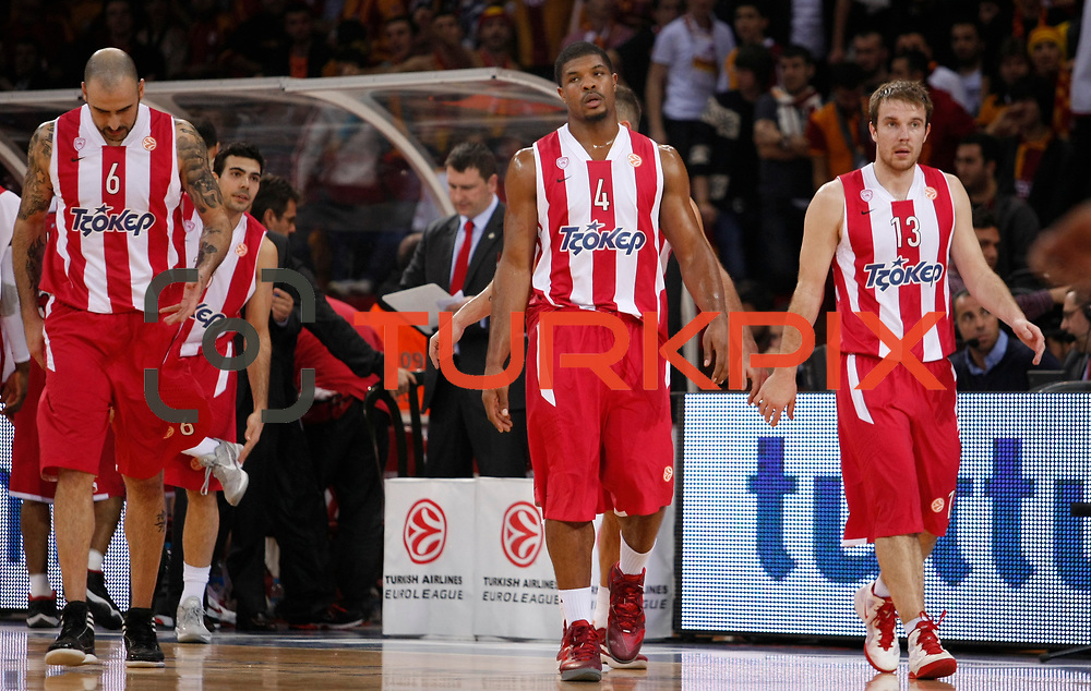 Olympiacos's Kyle Hines (C) and Martynas Gecevicius (R) during their Turkish Airlines Euroleague Basketball Top 16 Group E Game 2 match Galatasaray between Olympiacos at Abdi Ipekci Arena in Istanbul, Turkey, Thursday, January 26, 2012. Photo by TURKPIX