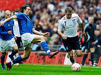 Photo: Alan Crowhurst.<br />England U21 v Italy U21. International Friendly. 24/03/2007. England's David Bentley (R) attacks down the wing.