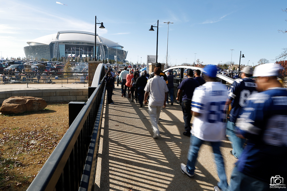 Fans walk to the Cowboys Stadium before the Cowboys host the Pittsburgh Steelers in Arlington, Texas, on December 16, 2012.  (Stan Olszewski/The Dallas Morning News)