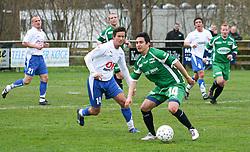 FODBOLD: Abel Ramirez (Helsingør) og Flemming Ljungstrøm (Rishøj) under kampen i Kvalifikationsrækken, pulje 1, mellem Rishøj Boldklub og Elite 3000 Helsingør den 9. april 2007 på Rishøj Stadion. Foto: Claus Birch