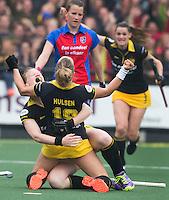DEN BOSCH - Lieke Hulsen  van Den Bosch  heeft gescoord, en viert het met Vera Vorstenbosch  tijdens de  de tweede finale wedstrijd tussen de vrouwen van Den Bosch en SCHC (2-0)  . Den Bosch behoudt de titel. .COPYRIGHT  KOEN SUYK