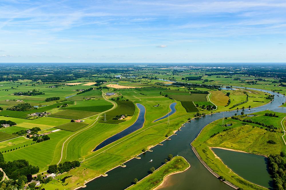 Nederland, Gelderland, Gemeente Voorst, 17-07-2017; De Voorster Klei, gezien naar het noorden, Deventer aan de verre horizon. In het kader van het programma Ruimte voor de Rivier is de bandijk in de voorgrond verlaagd. Bij hoogwater kan het water nu ook via de uiterwaarden stromen, langs de nieuwe dijk (links van de waterplassen).<br /> NOOT: Zie ook opnames van de oorspronkelijke situatie.<br /> Voorster 'clay' seen to the north, Deventer on the distant horizon. A new dike has been build, more inland and the first part of the existing dike (bottom) is  reduced in height, creating 'more space for the river'. <br /> See also recordings of the original situation.<br /> luchtfoto (toeslag op standard tarieven);<br /> aerial photo (additional fee required);<br /> copyright foto/photo Siebe Swart