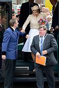 """Koning Willem-Alexander en Koningin Maxima tijdens het streekbezoek aan de achterhoek. Het bezoek staat in het teken van de Achterhoek Agenda 2020, een innovatief voor de toekomst van de Achterhoek dat aansluit op de toekomstvisies van de provincie, de Rijksoverheid en Europa. <br /> <br /> King Willem-Alexander and Queen Maxima visiting the region """"Achterhoek"""". The visit will focus on the Achterhoek Agenda 2020, an innovative for the future of the Achterhoek that meets the future visions of the province, the government and Europe.<br /> <br /> Op de foto / On the photo:  Koningin Maxima in Neede / Queen Maxima in Neede"""