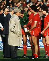 Fotball<br /> England <br /> Foto: Colorsport/Digitalsport<br /> NORWAY ONLY<br /> <br /> Graeme Souness (Liv) talks with the Liverpool Manager, Bob Paisley before extra time. Liverpool v Manchester United. Milk Cup Final 1983. Wembley.