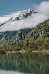 THEMENBILD - der Klammsee dahinter ragt die imposante Bergwelt mit dem schneebedeckten Kitzsteinhorn aus dem Nebel, aufgenommen am 30. April 2020, Kaprun, Österreich // the Klammsee behind it the impressive mountain world with the snow-covered Kitzsteinhorn rises from the fog on 2020/04/30, Kaprun, Austria. EXPA Pictures © 2020, PhotoCredit: EXPA/ Stefanie Oberhauser