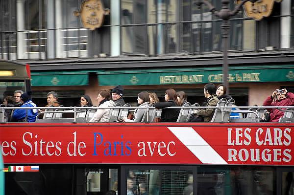 Frankrijk, Parijs, 28-3-2010Toeristenbus bij de Opera. Foto: Flip Franssen/Hollandse Hoogte