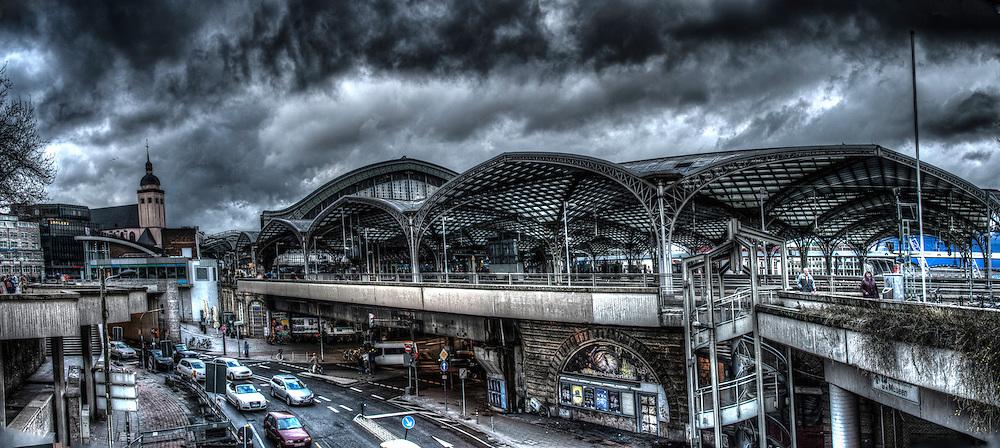 The main railway station in Köln.
