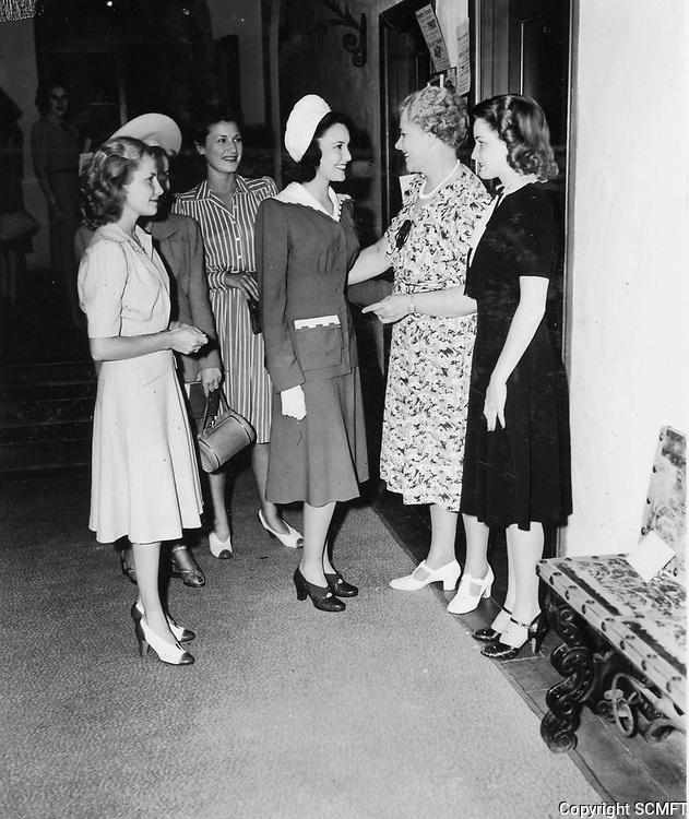 1940 Linda Darnell (center) at the Hollywood Studio Club at 1215 Lodi Pl