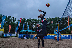 Sanne Keizer, Madelein Meppelink in action. From July 1, competition in the Netherlands may be played again for the first time since the start of the corona pandemic. Nevobo and Sportworx, the organizer of the DELA Eredivisie Beach volleyball, are taking this opportunity with both hands. At sunrise, Wednesday exactly at 5.24 a.m., the first whistle will sound for the DELA Eredivisie opening tournament in Zaandam on 1 July 2020 in Zaandam.