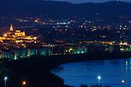 Cordoba. Vista de Cordoba desde las afueras de la ciudad con la Mezquita iluminada