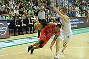 DESCRIZIONE : Siena Lega A 2011-12 Montepaschi Siena EA7 Emporio Armani Milano Finale scudetto gara 5<br /> GIOCATORE : Bremer Ernest<br /> CATEGORIA: palleggio sequenza <br /> SQUADRA : EA7 Emporio Armani Milano<br /> EVENTO : Campionato Lega A 2011-2012 Finale scudetto gara 5<br /> GARA : Montepaschi Siena EA7 Emporio Armani Milano<br /> DATA : 17/06/2012<br /> SPORT : Pallacanestro <br /> AUTORE : Agenzia Ciamillo-Castoria/GiulioCiamillo<br /> Galleria : Lega Basket A 2011-2012  <br /> Fotonotizia : Siena Lega A 2011-12 Montepaschi Siena EA7 Emporio Armani Milano Finale scudetto gara 5<br /> Predefinita :
