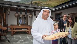 THEMENBILD, Arabische Gäste bei einem Ausflug auf die Fürthermoar Alm bei den Hochgebirgsstauseen Kaprun, ein Araber serviert Käse. Jedes Jahr besuchen mehrere Tausend Gäste aus dem arabischen Raum die Urlaubsregion im Salzburger Pinzgau, aufgenommen am 29.08.2013 in Kaprun, Österreich // Arab guests at a trip to the Fuerthermoar Alm at the Kaprun Alpine Reservoirs. Every year thousands of guests from Arab countries takes their holiday in Zell am See - Kaprun Region, Kaprun, Austria on 2013/08/29. EXPA Pictures © 2013, PhotoCredit: EXPA/ JFK