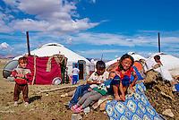 Mongolie, Province de l'extreme Ouest, Région de Bayan Olguii habitée par les Kazakh, Campement de yourte kazakh dans le parc national de Tsambagarav // Mongolia, Western region of Bayan Olguii, Kazakh population, National park of Tsambagarav, Camp and yurt of nomad people
