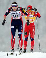Justyna Kowalczyk (POL) vor der spaeteren Siegerin Marit Bjoergen (NOR). (Werner Schaerer/EQ Images)