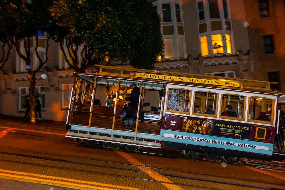 Powell Street cable car, San Francisco, California USA