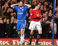 Fotball<br /> Foto: SBI/Digitalsport<br /> NORWAY ONLY<br /> <br /> Carling Cup Semi Final first leg<br /> <br /> Chelsea v Manchester United. 12/1/2005.<br /> <br /> Chelsea's Frank Lampard shows his dissapointment at missing a chance to score in the second half