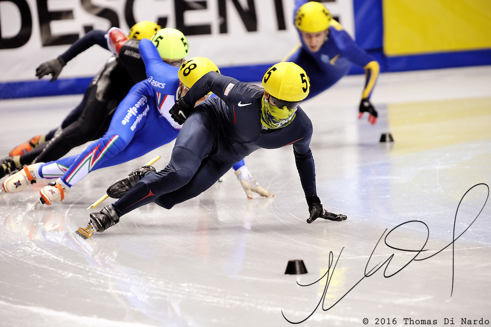 2008 World Cup Short Track - Vancouver - Charles Ryan Leveille (USA) leads the 1000m (2) Men's Preliminary 10.