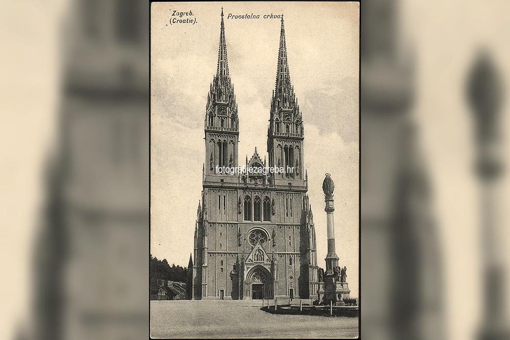 Zagreb (Croatie) : Prvostolna crkva. <br /> <br /> ImpresumZagreb : Naklada papirnice A. Brusina, 1907.<br /> Materijalni opis1 razglednica : tisak ; 13,8 x 8,5 cm.<br /> SuradnikMosinger, Rudolf(1865.–1918.)<br /> NakladnikTiskara A. Brusina<br /> Mjesto izdavanjaZagreb<br /> Vrstavizualna građa • razglednice<br /> ZbirkaGrafička zbirka NSK • Zbirka razglednica<br /> Formatimage/jpeg<br /> PredmetZagreb –– Kaptol<br /> Katedrala Uznesenja Marijina (Zagreb)<br /> SignaturaRZG-KAP-16<br /> Obuhvat(vremenski)20. stoljeće<br /> NapomenaRazglednica je putovala. • U lijevom donjem kutu poleđine razglednice otisnut je monogram Rudolfa Mosingera.<br /> PravaJavno dobro<br /> Identifikatori000955312<br /> NBN.HRNBN: urn:nbn:hr:238:754091 <br /> <br /> Izvor: Digitalne zbirke Nacionalne i sveučilišne knjižnice u Zagrebu