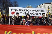 DEU, Deutschland, Germany, Berlin, 08.03.2014: <br />Kazaguruma-Demo anlässlich des 3. Jahrestags der Reaktorkatastrophe in Fukushima/Japan. Kazaguruma ist Japanisch für Windrad. Transparent mit der Aufschrift Atomreaktor Wannsee dichtmachen.