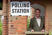 2014_05_22_Farage_votes_SSI