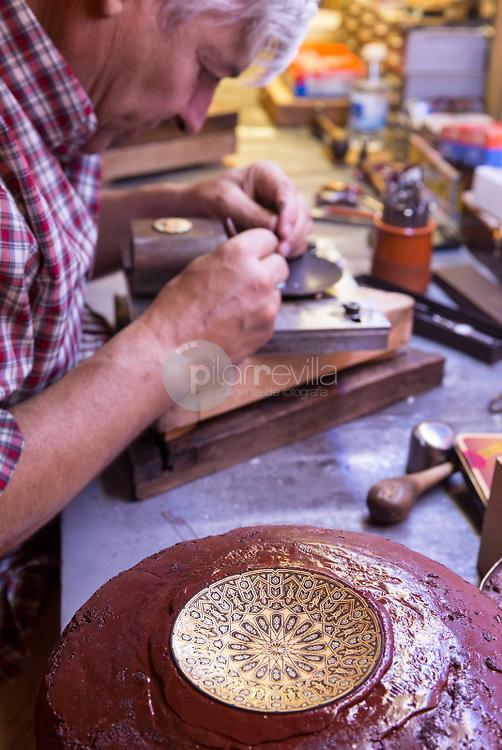 Artesanía de Damasquinado. Toledo. España ©ANTONIO REAL HURTADO / PILAR REVILLA