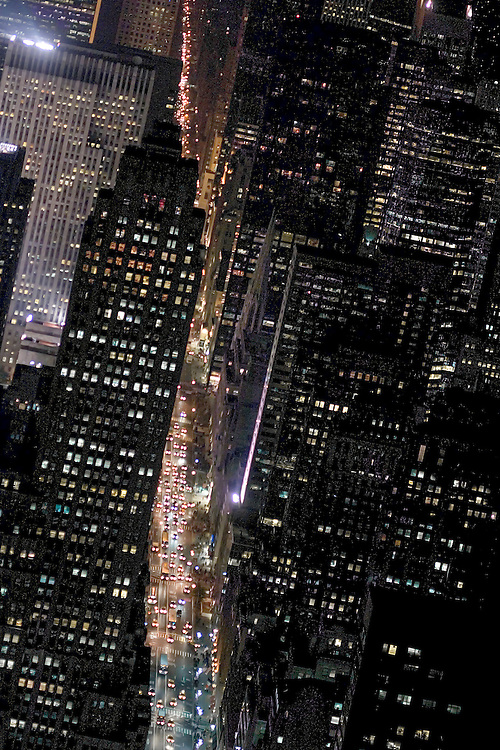 Midtown Manhattan in 2003, looking north up Fifth Avenue from the 86th floor of the Empire State Building