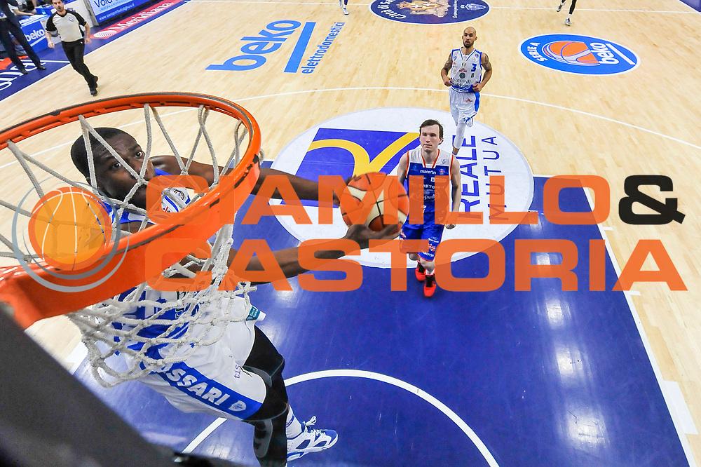DESCRIZIONE : Beko Legabasket Serie A 2015- 2016 Dinamo Banco di Sardegna Sassari - Acqua Vitasnella Cantu'<br /> GIOCATORE : Tony Mitchell<br /> CATEGORIA : Schiacciata Sequenza Special<br /> SQUADRA : Dinamo Banco di Sardegna Sassari<br /> EVENTO : Beko Legabasket Serie A 2015-2016<br /> GARA : Dinamo Banco di Sardegna Sassari - Acqua Vitasnella Cantu'<br /> DATA : 24/01/2016<br /> SPORT : Pallacanestro <br /> AUTORE : Agenzia Ciamillo-Castoria/L.Canu