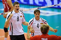 27.09.2010, Palatriest, Triest, ITA, Volleyball Weltmeisterschaft 2010, Vorrunde, Deutschland ( GER ) vs. Kanada ( CAN ), im Bild Marcus Boehme (#8 GER / Friedrichshafen GER), Simon Tischer (#4 GER / Ankara TUR). EXPA Pictures © 2010, PhotoCredit: EXPA/ nph/  Conny Kurth +++++ ATTENTION - OUT OF GERAMANY / GER +++++
